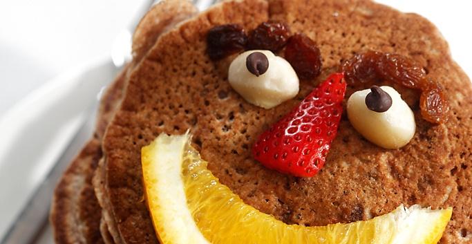 Gluten-free cinnamon raisin pancakes | www.canolaeatwell.com