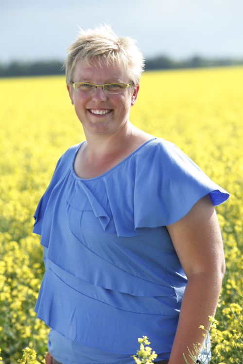 Jeanine Friesen in a Canola Field | www.canolarecipes.ca