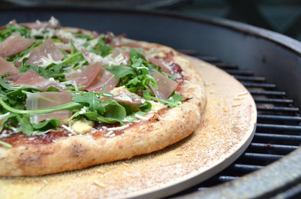 Sweet Prosciutto Pizza on Grill | www.canolarecipes.ca