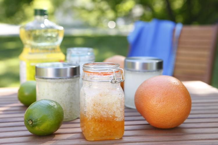 Salt Scrub with Grapefruit zest | www.canolaeatwell.com