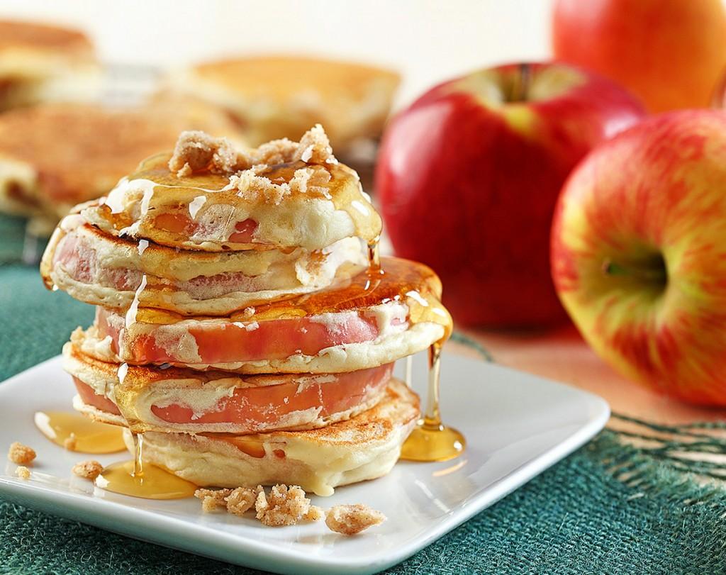 Apple Ring Cinnamon Streusel Pancakes | www.canolaeatwell.com