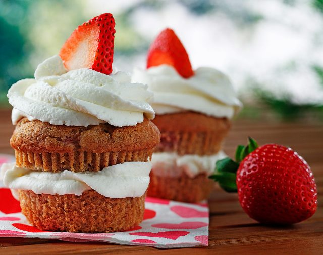 Strawberry Tea Cakes with Lemon Cream