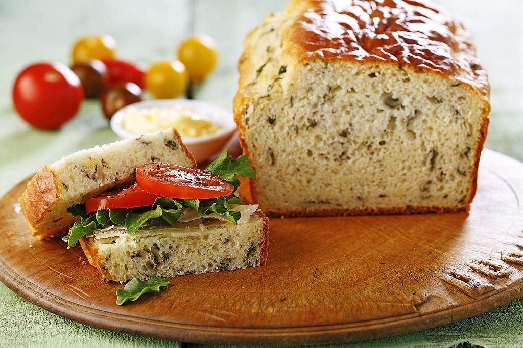 Quick Basil Bread | www.canolaeatwell.com