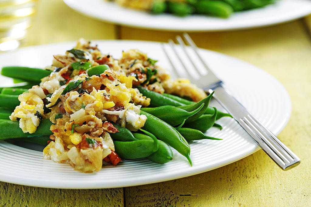 Green Beans With Zesty Scrambled Eggs | www.canolaeatwell.com