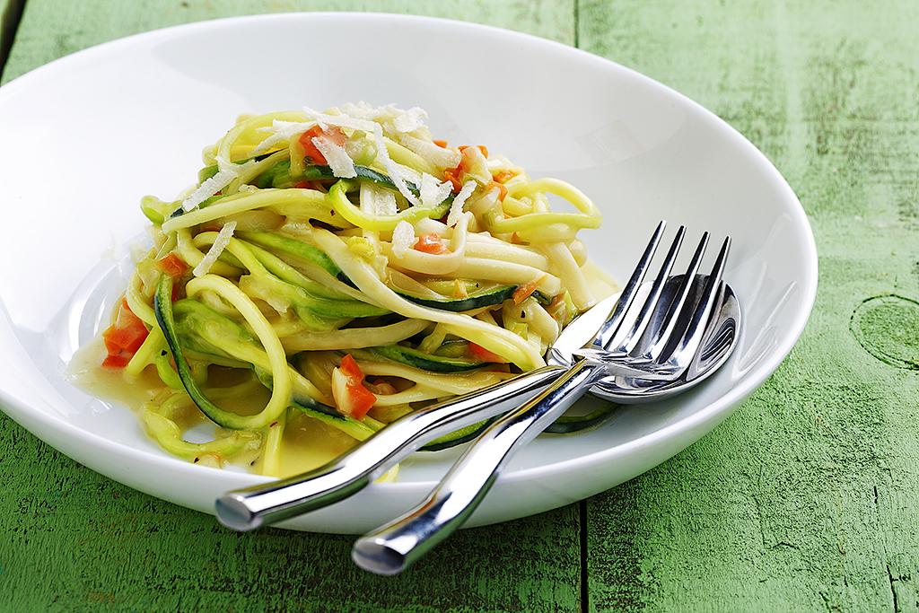 Zucchini Linguini Alfredo | www.canolaeatwell.com