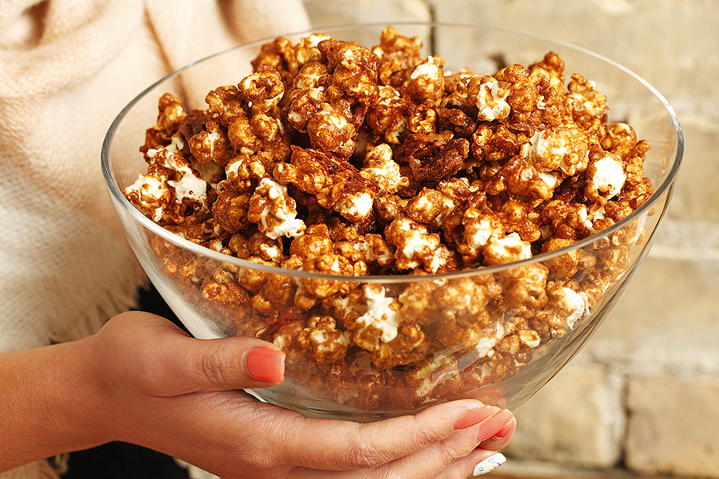Cinnamon Roll Popcorn | www.canolaeatwell.com