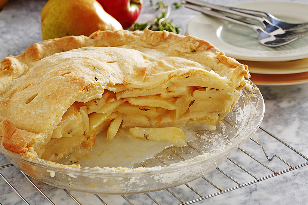 Lemon and Thyme-Scented Apple and Pear Pie – Eat Well