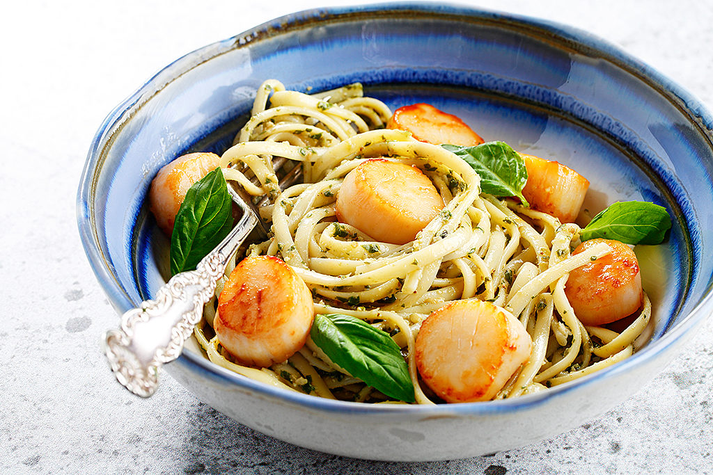 Seared Scallops with Homemade Basil-Walnut Pesto Linguine