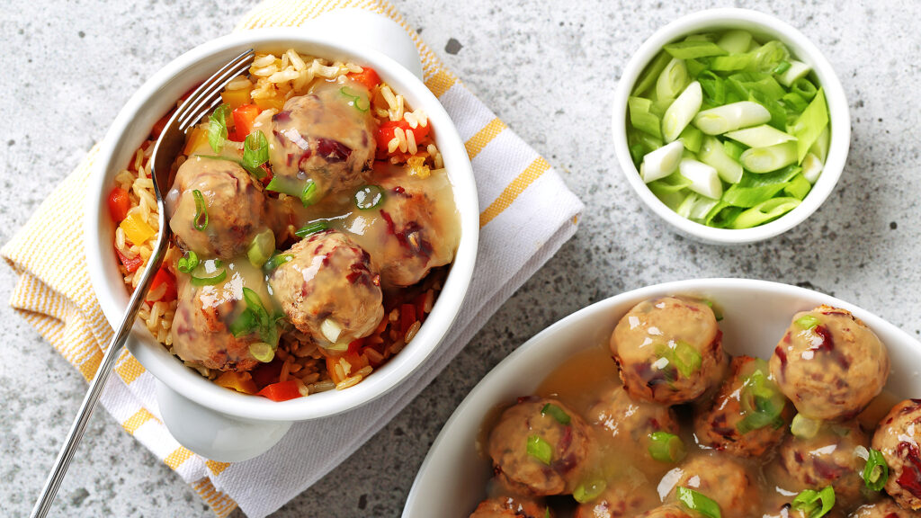 Red Kidney Bean Meatballs with Peppered Rice
